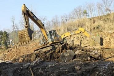 松滋卸甲坪瀑布恢复重建 风雨400年