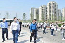 松滋市委书记黄祥龙在城区调研学校复学复课准备